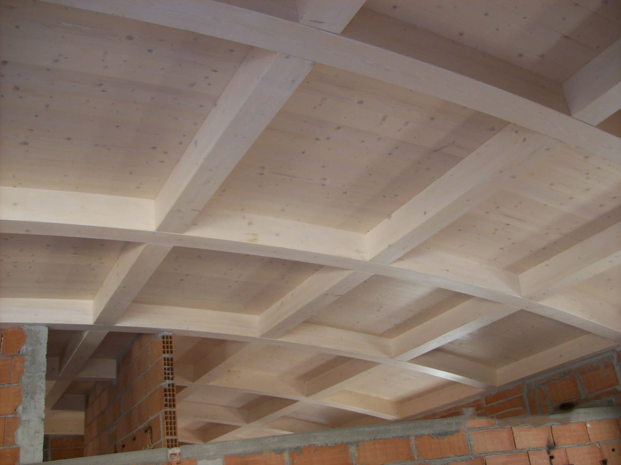 Abitazione aurora carpenteria battisti torcegno trentino - Legno sbiancato tetto ...
